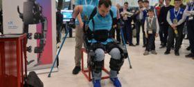 В «Сколково» впервые показали новую версию медицинского экзоскелета ExoAtlet