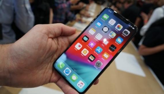 «Спасибо, что выпустили то же самое». Huawei троллит Apple после анонса новых iPhone